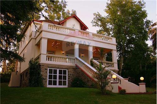 830 M Casa Venta 6 Dormitorios Ubicado En A Metros Del Golf Villa Allende Córdoba Argentina
