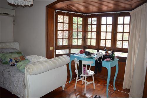 Dormitorio en segundo piso con vestidor