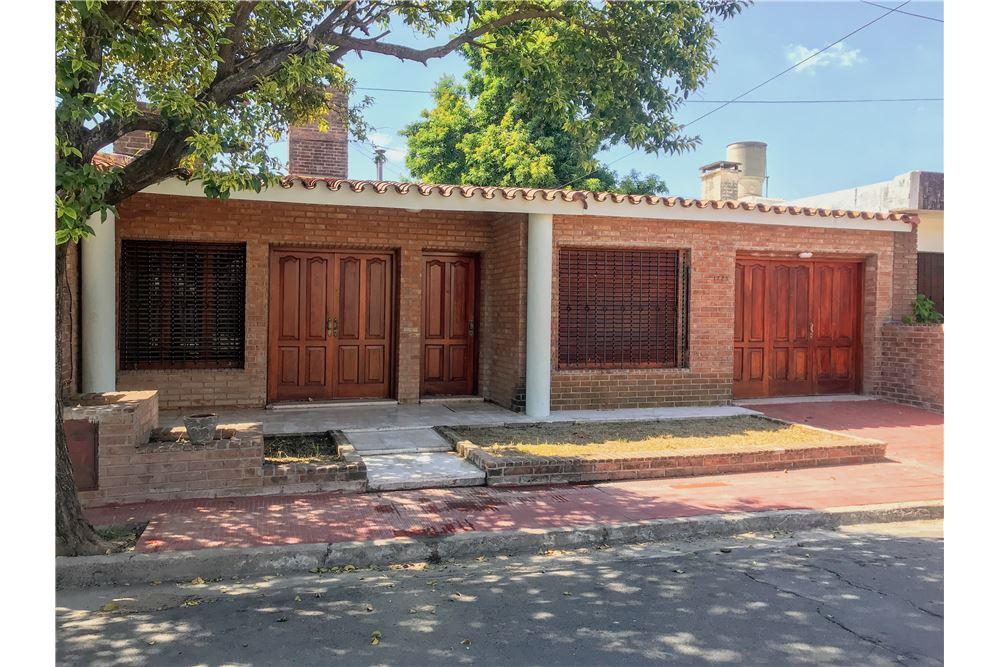 214 SqM: Villa Detached For Sale, 3 Bedrooms located at Malaga 1725-Maipu -  Maipu Seccion 1, Córdoba | Argentina