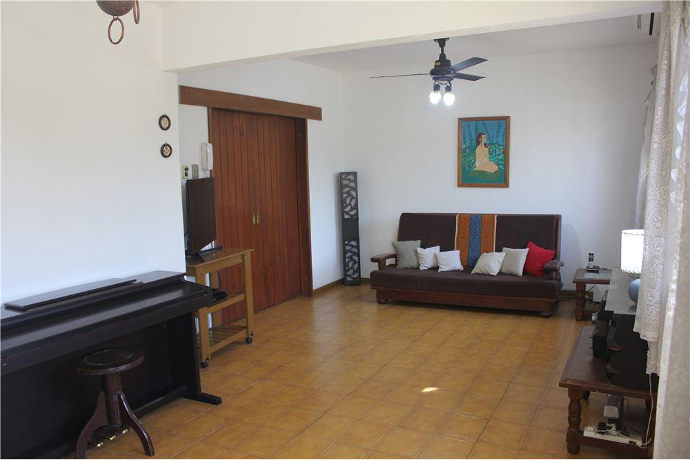 229 Sqm Villa Detached For Sale 5 Bedrooms Located At Directorio 2200 Haedo Gran Buenos Aires Zona Oeste Argentina