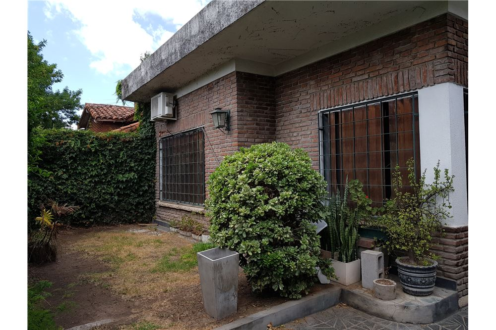 Casa venta hurlingham gran buenos aires zona oeste for Casa minimalista zona oeste