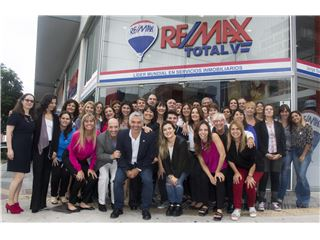 Office of RE/MAX Total (V) - Nuñez