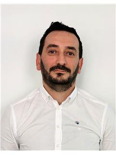 Georgios Bountagkidis  - Assistant Sales Agent - RE/MAX CAPITAL