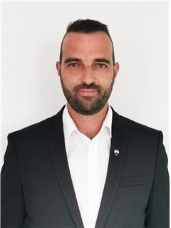 Giorgos Constantinides - Assistant Manager & Assistant Sales Agent - RE/MAX CAPITAL