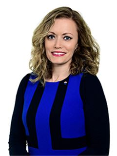 Associate - mag. Nina Kahne, univ. dipl. prav. - RE/MAX Commercial