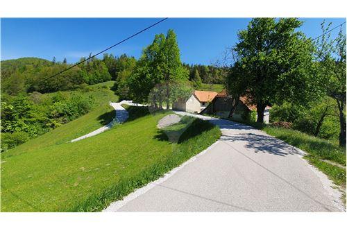 Zazidljivo zemljišče - Prodamo - Kamnik, Ljubljana (okolica) - 36 - 490281015-404