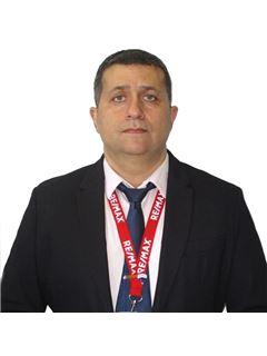 אנדרי וקסלר Andrey Veksler - רי/מקס RE/MAX VIP