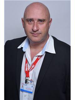 זכיין/בעלים - גיל דנינו Gil Denino - רי/מקס רויאלטי RE/MAX Royalty
