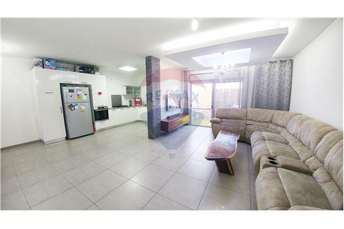 פנטסטי דירות למכירה או השכרה בשדרות, ירושלים ודרום, רי/מקס YZ-92