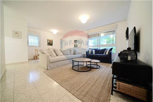 מאוד דירות למכירה או השכרה ביהוד , מרכז, רי/מקס QH-36
