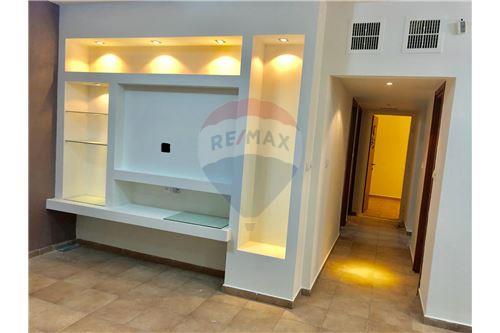 מודרניסטית דירות למכירה או השכרה בנצרת עילית, צפון, רי/מקס QT-36