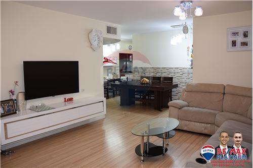מדהים דירות למכירה או השכרה באור יהודה, מרכז, רי/מקס BR-86