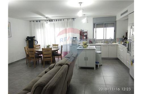 מאוד דירה - מכירה - צור יצחק, ישראל - 50931013-33 AJ-59