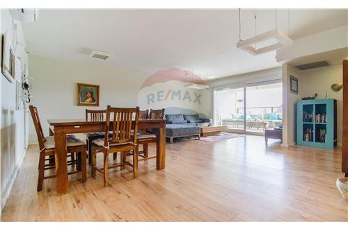 מגניב דירות למכירה או השכרה ביהוד , מרכז, רי/מקס LE-81