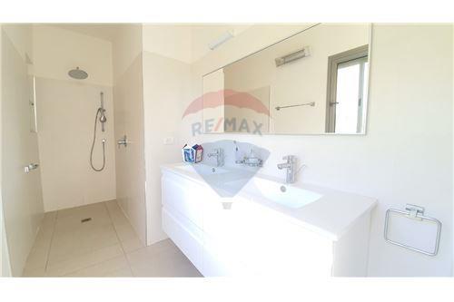 Split Level House - ਵਿਕਰੀ ਲਈ - קיסריה, ישראל - 6 - 51331023-1