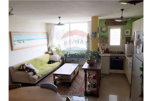 ענק דירות למכירה או השכרה בדימונה, ירושלים ודרום, רי/מקס QQ-68