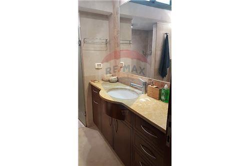 חדר מקלחת