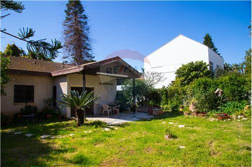 סנסציוני דירות למכירה או השכרה בהרצליה פיתוח, מרכז, רי/מקס YI-49
