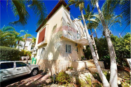 מדהים דירות למכירה או השכרה ביהוד , מרכז, רי/מקס LS-93