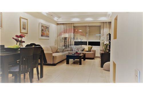 למעלה דירות למכירה או השכרה ביהוד , מרכז, רי/מקס AA-76