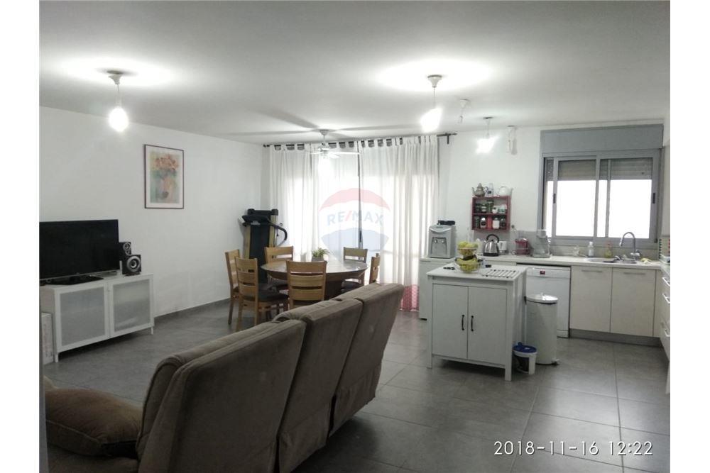 מודרניסטית דירה - מכירה - צור יצחק, ישראל - 50931013-33 QX-46