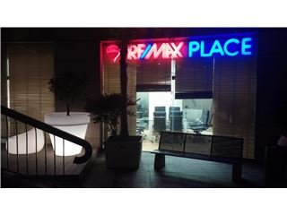 משרד של רי/מקס פלייס RE/MAX Place - תל אביב יפו