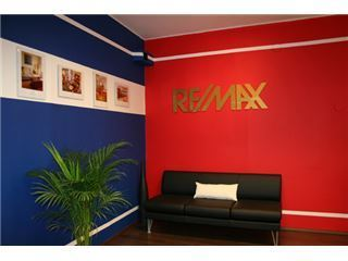 משרד של RE/MAX test office  - שוהם