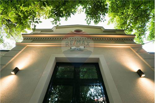 Kuća  - Prodaja - Beograd  - 17 - 500021006-21