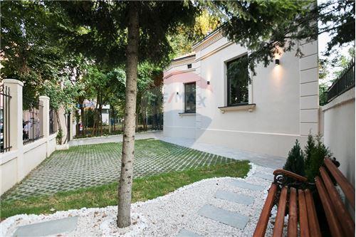 Kuća  - Prodaja - Beograd  - 20 - 500021006-21