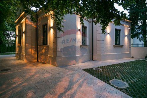Kuća  - Prodaja - Beograd  - 14 - 500021006-21