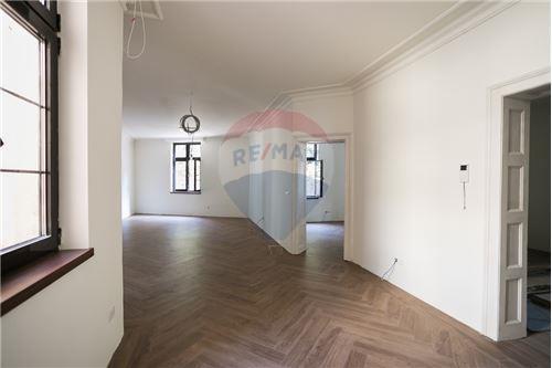 Kuća  - Prodaja - Beograd  - 22 - 500021006-21