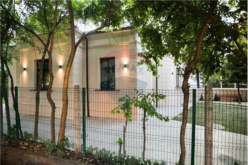 Kuća  - Prodaja - Beograd  - 15 - 500021006-21