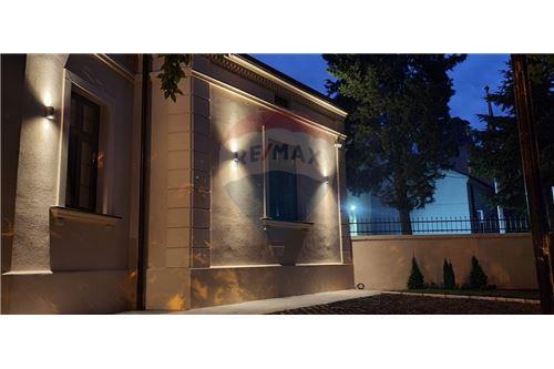 Kuća  - Prodaja - Beograd  - 13 - 500021006-21