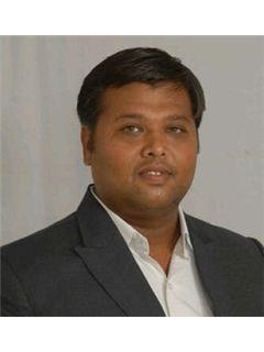 Parshva Vakharia - RE/MAX Realty Solutions(Ahmedabad)