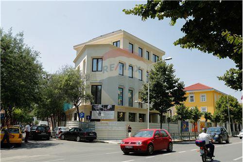 Tirana, Tiranë - Per Qira - 15,000 €