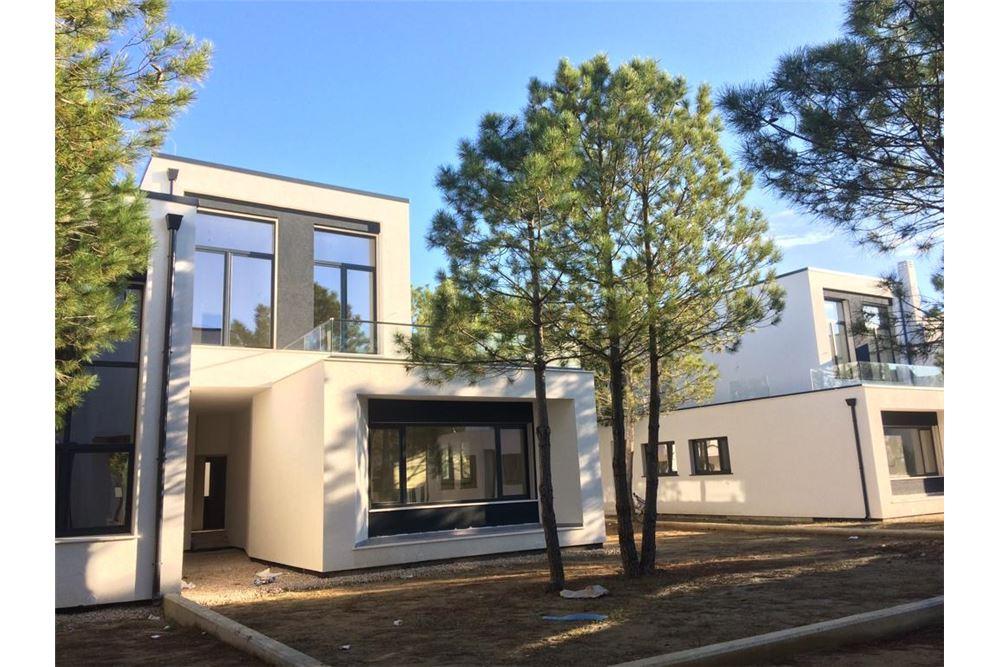 176 SqM: Sky Villa For Sale, 3 Bedrooms located at Hamallaj - Hamallaj -  Gjiri i Lalzit, Shqipëri | Albania