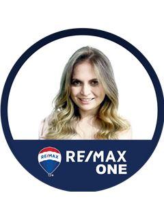 Associate in Training - Silvia Stella Buitrago Giraldo - RE/MAX One