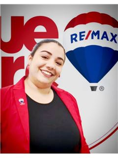 Associate in Training - Carolina Vargas Cabas - RE/MAX Millennium
