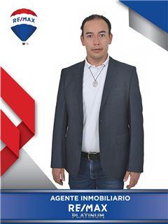 Agente Inmobiliario - Ivan Marcelo Guevara Valbuena - RE/MAX Platinum