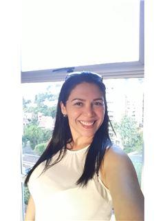 Agente Inmobiliario - Annie Marina Perez Carrero - RE/MAX Coffee Realty