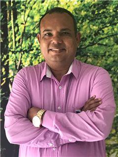 Agente Inmobiliario - Carlos Andres Villamizar Muñoz - RE/MAX Coffee Realty