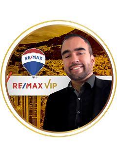 Agente Inmobiliario - John Nikkold Villamil - RE/MAX VIP
