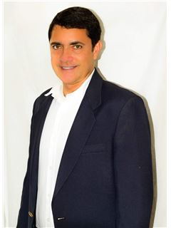 Agente Inmobiliario - John Néstor García Pardo - RE/MAX Top Inmobiliaria