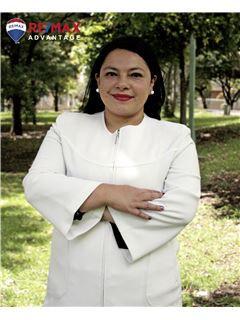 Associate in Training - Jenny Patricia Paz Paredes - RE/MAX Advantage
