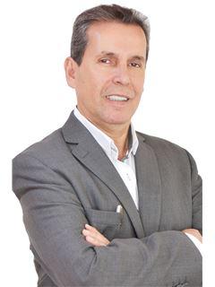 Bróker/Owner - Cesar Henry Moreno Torres - RE/MAX Grupo Inmobiliario