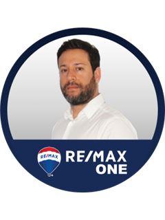 Alejandro Vasquez - RE/MAX One