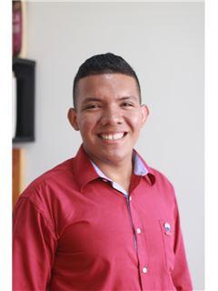 Agente Inmobiliario - Breiner De Jesus Mejia Medrano - RE/MAX Top Inmobiliaria