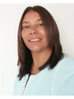 Associate in Training - Nohemi Josefa Acuña Granados - RE/MAX Advantage