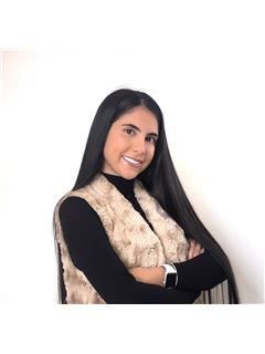 Associate in Training - Evlyn Taleb Restrepo - RE/MAX Millennium