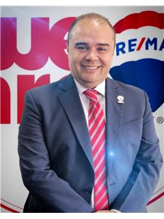 Associate in Training - Andres Vargas Cabas - RE/MAX Millennium